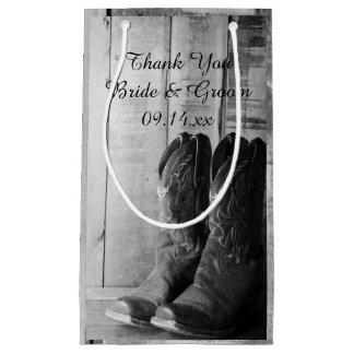 Las botas de vaquero rústicas le agradecen boda bolsa de regalo pequeña
