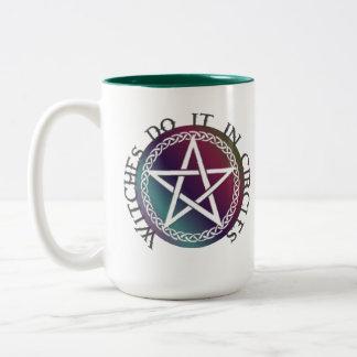 """Las """"brujas lo hacen en diseño pagano lindo de los taza"""