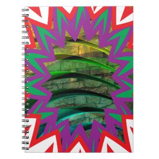 Las camisetas coloridas felices protagonizan el cuaderno