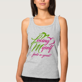Las camisetas sin mangas básicas de las mujeres de