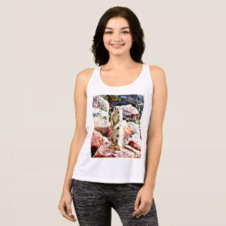 Las camisetas sin mangas de las mujeres manchadas