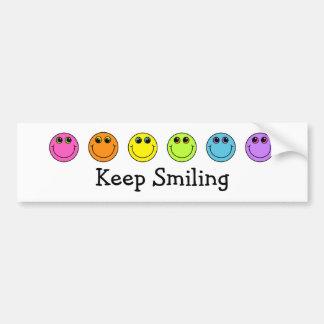 Las caras sonrientes guardan el sonreír pegatina para coche