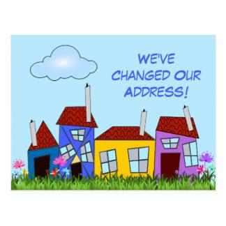 """Las casas y las flores torcidas """"hemos movido"""" la postal"""
