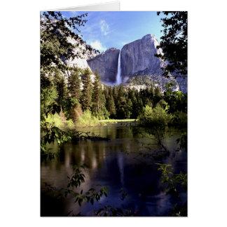 Las cataratas de Yosemite en la tarjeta del parque