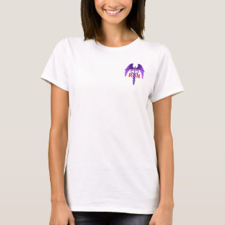 Las enfermeras ganan su camiseta de la púrpura del