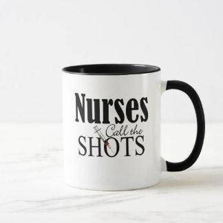 Las enfermeras llaman los tiros