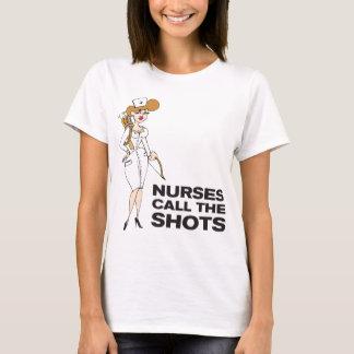 Las enfermeras llaman los tiros camiseta