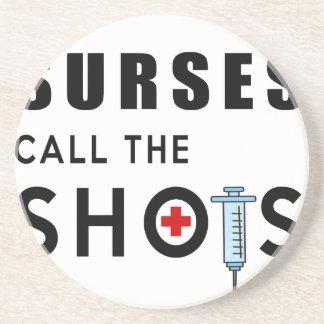Las enfermeras llaman los tiros posavasos