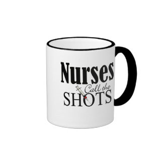 Las enfermeras llaman los tiros tazas de café