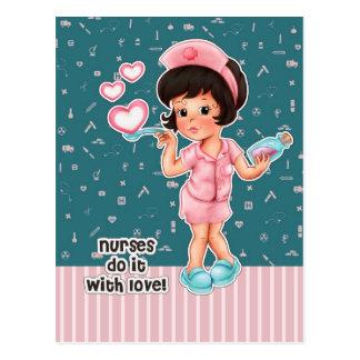 Las enfermeras lo hacen con amor. Postales del día