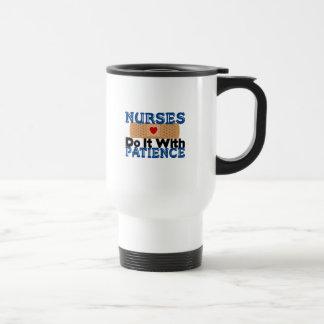 Las enfermeras lo hacen con paciencia taza térmica