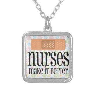 Las enfermeras lo hacen mejor, vendaje collar