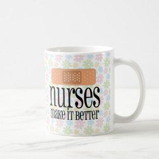 Las enfermeras lo hacen mejor, vendaje tazas de café