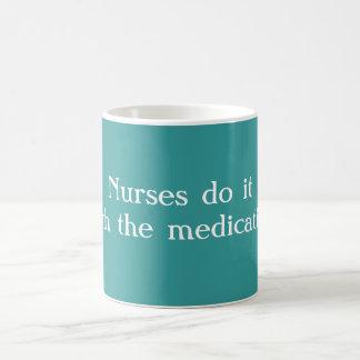 Las enfermeras lo hacen taza de café