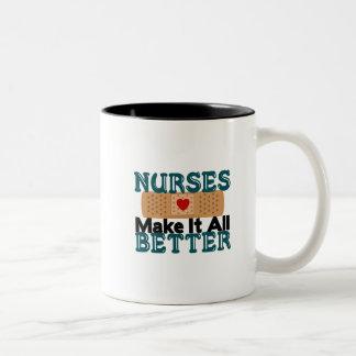 Las enfermeras lo hacen todo mejor taza dos tonos