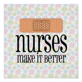Las enfermeras lo hacen un vendaje mejor lindo de