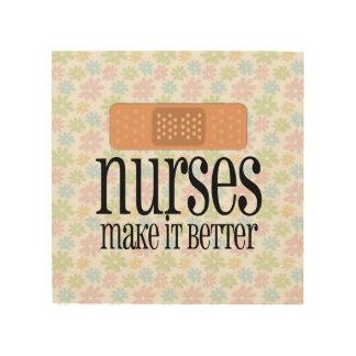 Las enfermeras lo hacen un vendaje mejor, lindo de cuadro de madera