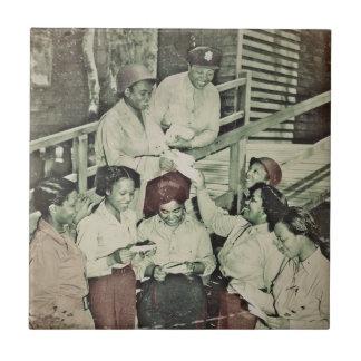 Las enfermeras reciben el correo WWII Azulejo Cuadrado Pequeño