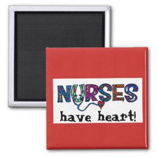 Las enfermeras tienen imán del corazón