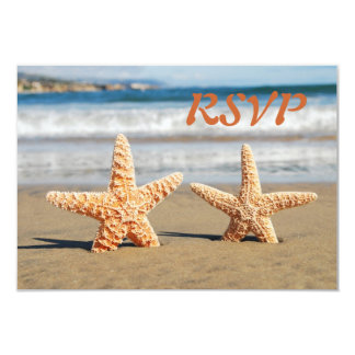 Las estrellas de mar se juntan en la tarjeta de