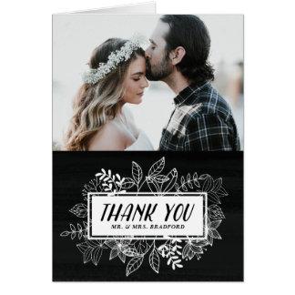 Las flores blancas elegantes rústicas en la tarjeta de felicitación