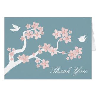 Las flores de cerezo en azul le agradecen cardar tarjeta pequeña