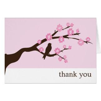 Las flores de cerezo le agradecen las tarjetas