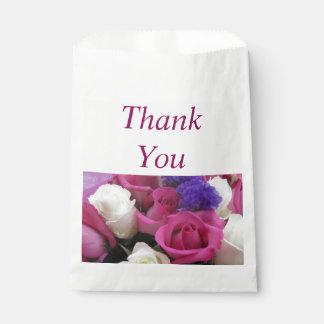Las flores mezcladas le agradecen favorecer bolsos bolsa de papel