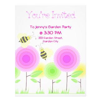 Las flores y las abejas invitan tarjeta publicitaria
