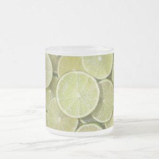 las gracias jugosas del jugo del verde de la fruta taza cristal mate