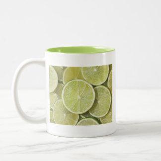 las gracias jugosas del jugo del verde de la fruta taza dos tonos