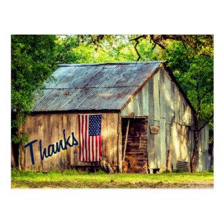 Las gracias rústicas de la bandera americana del postal