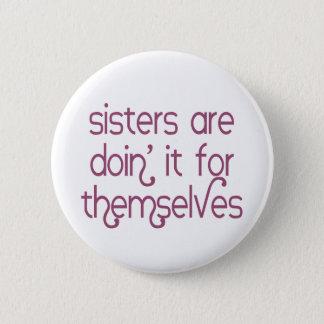 Las hermanas son Doin él para ellos mismos botón