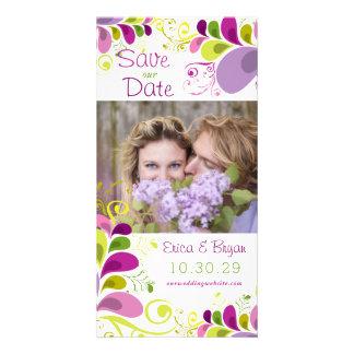 Las hojas florales coloridas ahorran la tarjeta de