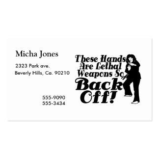 Las manos son artista marcial de sexo femenino de tarjetas de visita