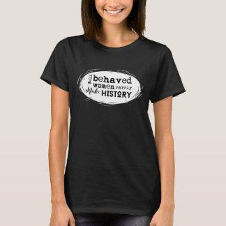 Las mujeres bien comportadas hacen raramente la camiseta