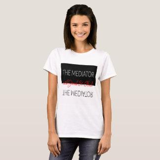 Las mujeres de la camiseta del mediador