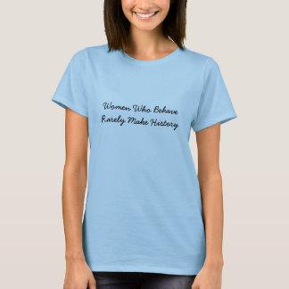 Las mujeres que se comportan hacen raramente camiseta