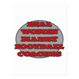 Las mujeres reales casan a los entrenadores de fút tarjeta postal