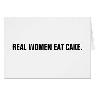 Las mujeres reales comen la torta tarjeta de felicitación