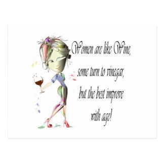 Las mujeres son como el vino, regalos chistosos postal