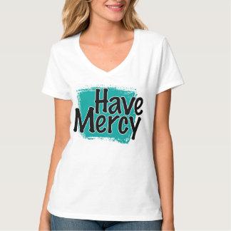 Las mujeres tienen camiseta de la misericordia