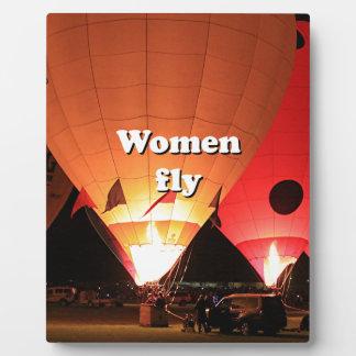 Las mujeres vuelan: globo 2 del aire caliente placa expositora