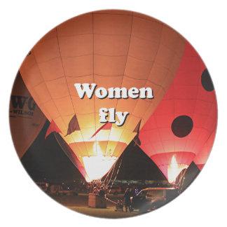 Las mujeres vuelan: globo 2 del aire caliente plato