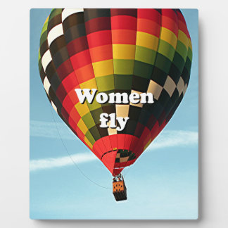 Las mujeres vuelan: globo del aire caliente placa expositora