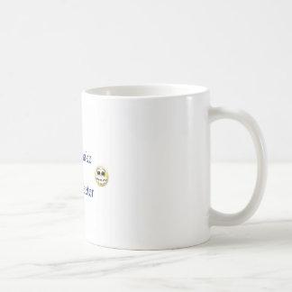 Las niñas hacen el mundo más dulce taza básica blanca