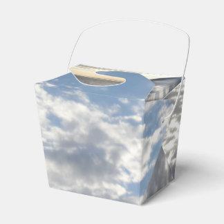 Las nubes sacan la caja del favor