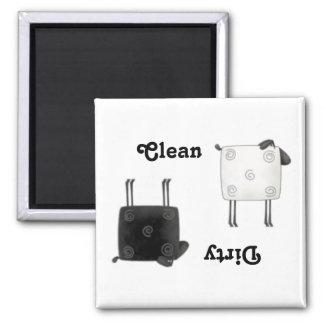 Las ovejas del país limpian el imán cuadrado sucio
