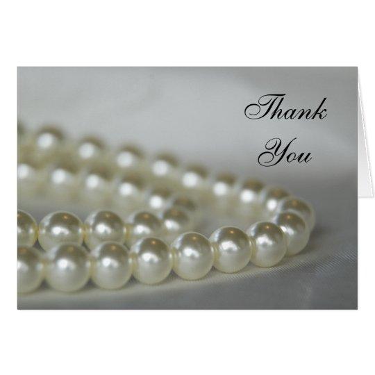 Las perlas blancas del boda le agradecen tarjeta pequeña