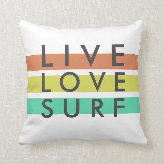 Las personas que practica surf viven, aman, cojín decorativo